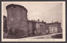 101014/ SAINT-SEVER, Vieille Tour Et Place De La République - Saint Sever