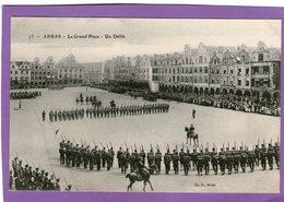 ARRAS - La Grand'Place - Un Défilé - - Arras