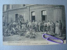 Scènes  De  Douane à La Frontière En 1910 - A La Caserne : La Corvée - Douane