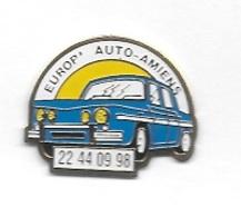 Pin's  Ville, Automobile  Renault  R 8  Bleu  Sur  Pub  Carrosserie  EUROP - AUTO  AMIENS  ( 80 ) - Renault