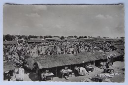 Cpsm Photo Bouaké, Le Marché, Années 1950, Afrique Occidentale Française, Timbres - Côte-d'Ivoire