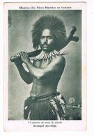 CPA.Océanie.Fidji.Un Guerrier En Tenue De Parade. Missions Des Pères Mariste (F.242) - Fidji