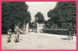 Cp Photo - Commémoration 14 Juillet - Parade - Militaire - Canon - Animée - Revue Juillet 1932 - KODAK - Militaria