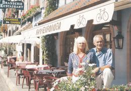 Roger HASSENFORDER Ancien Maillot Jaune Du Tour De France Devant Son Restaurant à KAYSERSBERG - A Voir 2 Scans - Cyclisme