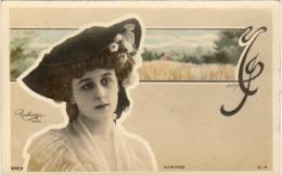 ROBINNE  Avec Son Chapeau        ......... Photo Reutlinger  ............décor Art Nouveau - Artistes