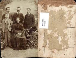 601030,Gruppenbild Frau M. Männer Bub Junge Tracht Robbe - Ansichtskarten