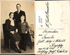 601027,Foto Ak Familie Portrait Pub Salzburg Gnigl 1948 Pub Hans Opfergeld - Ansichtskarten
