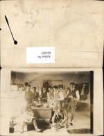 601007,Foto Ak Männer I. Anzug Küche Kochen Holzofen Ofen - Männer