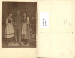 601002,Foto Ak Mann Soldat Uniform Anzug M. Zwei Frauen I. Tracht Dirndl Zöpfe - Männer