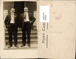 600995,Männer I. Anzug Schnurbart A. Stufen Stiege Stehend - Männer