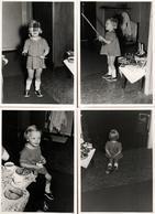 4 Photos Originales Fillette, Jouets De Fortune & Jeux Divers Les Yeux Bandés, Pelle, Coquetier Et à Genoux En 1954 - Personnes Anonymes