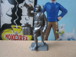 Mokarex Soldat / Figurine La Grande Guerre 1914/1918 Clairon De L'armistice En Broche - Figurines
