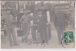 CARTE PHOTO DE 1909  : CONCOURS DE MACHINES INDUSTRIELLES ? - ESSIEUX AVEC ROUES  - GRANDS PRIX - JURES D'HONNEUR - R/V - Cartes Postales