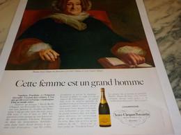 ANCIENNE PUBLICITE CETTE FEMME EST UN GRAND HOMME  CHAMPAGNE VEUVE CLICQUOT  1968 - Affiches