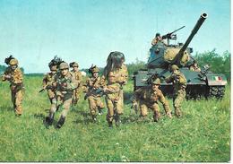 B114 - 1° RADUNO NAZIONALE CORAZZATI D'ITALIA - BERSAGLIERI - CARRO ARMATO - MILANO 19.06.1977 -  ANNULLO SPECIALE - Reggimenti