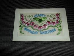 Carte Brodée ( 135 )  Geborduurde Kaart  Carte Enveloppe   Hearty Birthday Greetings - Brodées