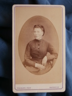 CDV Photo Walrand à Maubeuge - Portrait En Médaillon, Jeune Femme Circa 1870-75 L433 - Anciennes (Av. 1900)