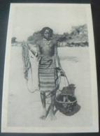 WOMAN OF PEOPLE OF CUNAMA       /     RAGAZZA CUNAMA ....PORTATRICE D'ACQUA - Erythrée