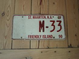 Plaque-auto-St-MAARTEN-NA- 1990 -FRIENDLY-ISLAND-M-33   SAINT-MARTIN, Partie Hollandaise, Année 1990. - Number Plates