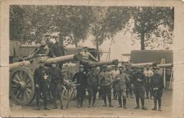 I85 - MILITARIA - Ceux Du 68e D'Artillerie à Pied Devant Leurs Canons - Equipment