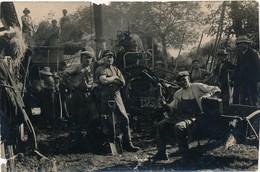 I85 - AGRICULTURE - LE BATTAGE - Carte Photo - Les Ouvriers En Pause Devant La Batteuse - Fermes