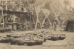 Vor Dem Festessen Zum Sing Sing Tanzfest Nude Natives Preparing Food For Feast - Papua New Guinea