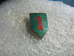 Pin's Militaire à Définir: 1er Régiment? Bataillon? - Army