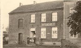 TILLY - Rue Des Ecoles. Edit. : Maison Botten, R. De Marbisoux, 52, Tilly. Cie Franco-Belge. - Villers-la-Ville