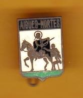 Broche En Laiton émaillé - Aigues-Mortes (30) - Pas Un Pin's - Ecusson - Armoiries - Blasons - Héraldique - Ville - Obj. 'Souvenir De'