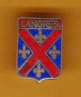 Broche En Laiton émaillé - Langres (52) - Pas Un Pin's - Ecusson - Armoiries - Blasons - Héraldique - Ville - Obj. 'Souvenir De'