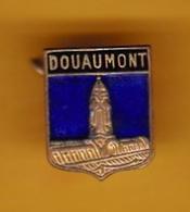 Broche En Laiton émaillé - Douaumont (55) - Pas Un Pin's - Ecusson - Armoiries - Blasons - Héraldique - Ville - Obj. 'Souvenir De'