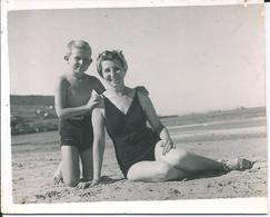BOY GARCON & FEMME S Nude Nu In Swimsuit By Beach Plage Carte Photo 1950' Postcard - Persone Anonimi