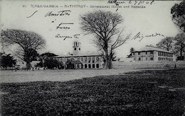 GAMBIE - RIVER-GAMBIA - BATHURST - GOVERMENT HOUSE AND BARRACKS - Gambia