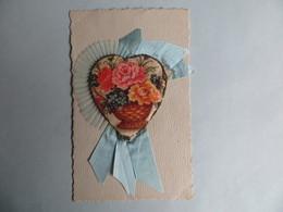 CPA Belle Carte Fantaisie Tissus Coeur Fleurs En Sur Impression Ruban De Soie Paillette - Brodées