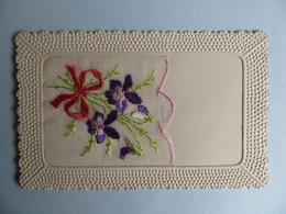 CPA Belle Carte Fantaisie Carte Brodée En Soie  à Message - Fleurs Violettes Ecrite En 1927 - Brodées