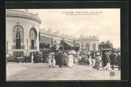 CPA Deauville, Le Casino Un Jour De Fete Des Fleurs - Deauville