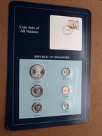 REPUBLIC OF SINGAPORE ( From The Serie Coin Sets Of All Nations ) Card 20,5 X 29,5 Cm. ) + Stamp '83 ! - Singapour