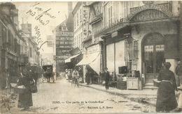 SENS.  Une Partie De La Grande Rue. - Sens