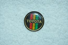 Pin's Logo TOYOTA - Toyota