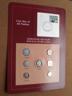 DEMOCRATIC SOCIALIST REPUBLIC SRI LANKA ( From The Serie Coin Sets Of All Nations ) Card 20,5 X 29,5 Cm. ) + Stamp '85 ! - Sri Lanka