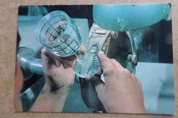 BACCARAT - Cristallerie - Taille D'une étoile Sous Le Pied D'un Verre - Métier D'Art   (54 Meurthe Et Moselle ) - Baccarat