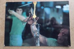 BACCARAT - Cristallerie - Pose Du Pied Du Verre - Métier D'Art   (54 Meurthe Et Moselle ) - Baccarat