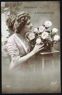 FEMME - Jeune Femme Arrangeant Un Bouquet - Circulé Sous Enveloppe - Circulated Under Cover - Gelaufen U. Umschlag. - Femmes