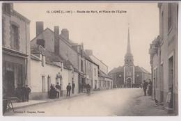 """LIGNE (44) : ROUTE DE NORT ET PLACE DE L'EGLISE - CAFE DEBITANT VENTE """" LE PETIT JOURNAL """" - ECRITE EN 1915 - 2 SCANS - - Ligné"""