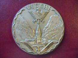 Ancienne Médaille De Table Bronze Ville De VAL D'ISERE 1967 Signée R.TSCHYDIN D'aprés FRANCIS MANGARD - Other