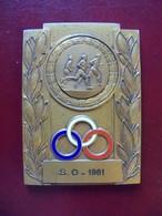 Ancienne Médaille De Table Bronze Sportive 1961 - Jetons & Médailles