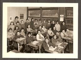 PHOTO ORIGINALE 13 X 18 Cm - ECOLE CLASSE FILLES TABLE ENCRIER - SCHOOL CLASS GIRLS TABLE - Persone Anonimi