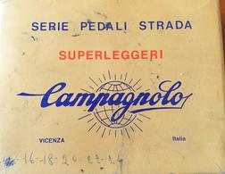 """VENDO SCATOLA ORIGINALE IN CARTONE DEGLI ANNI '60 PUBBLICITARIA DEL CICLISMO """"PEDALI STRADA CAMPAGNOLO"""" - Scatole"""