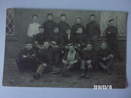 Groupe De Soldats Belges N°6 Et 10 Sur Coiffure - Uniformes
