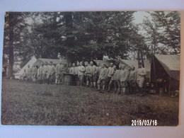 Groupe De Soldats Non Identifiés - Uniformes
